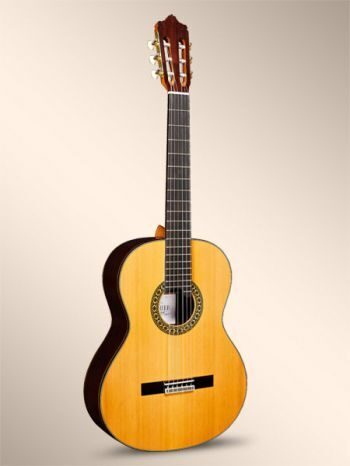 spanish_hand_made_guitar_Luthier_India